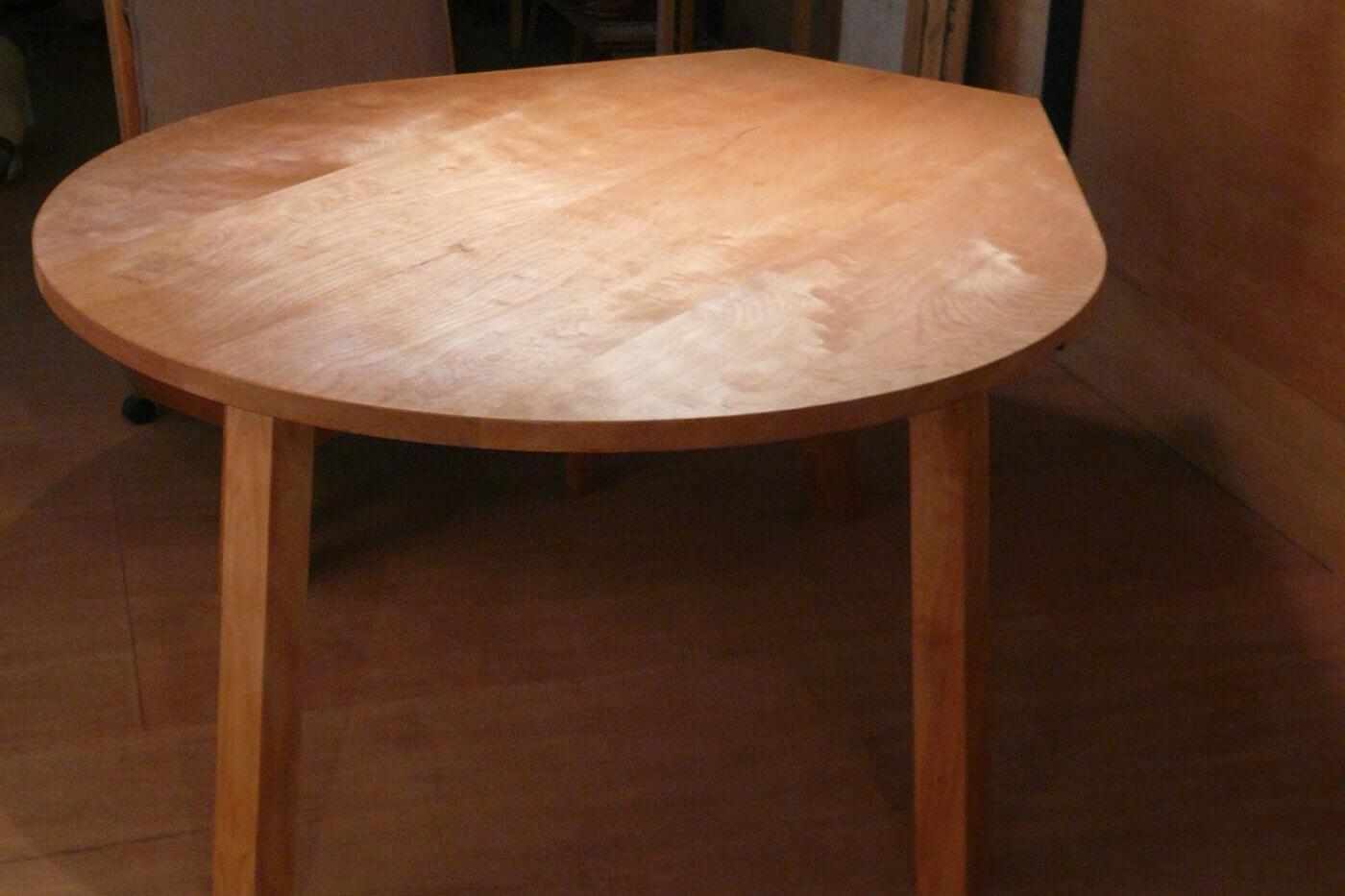 港北N邸、涙型テーブル
