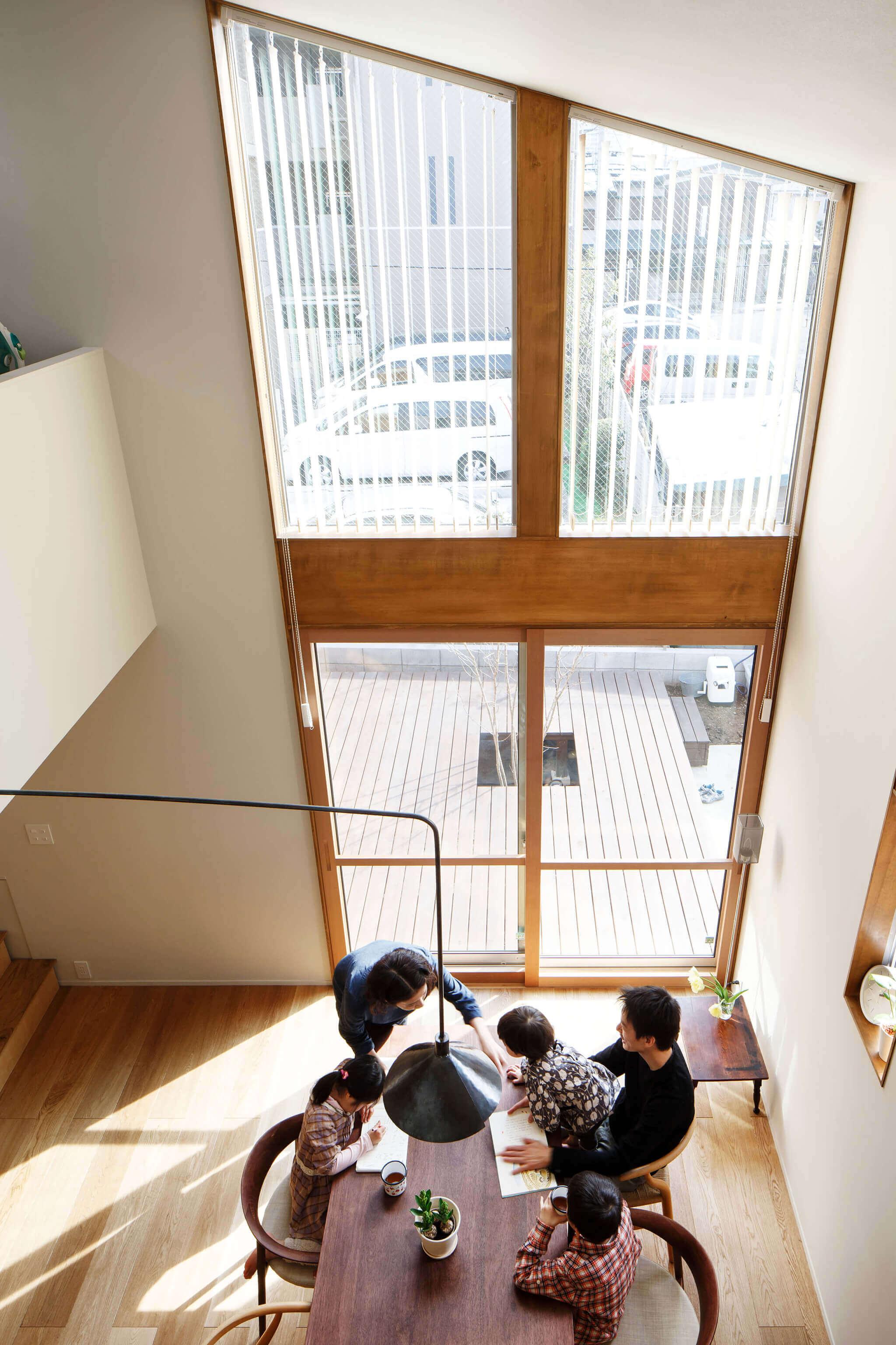登戸Y邸の内装、2階からのリビング