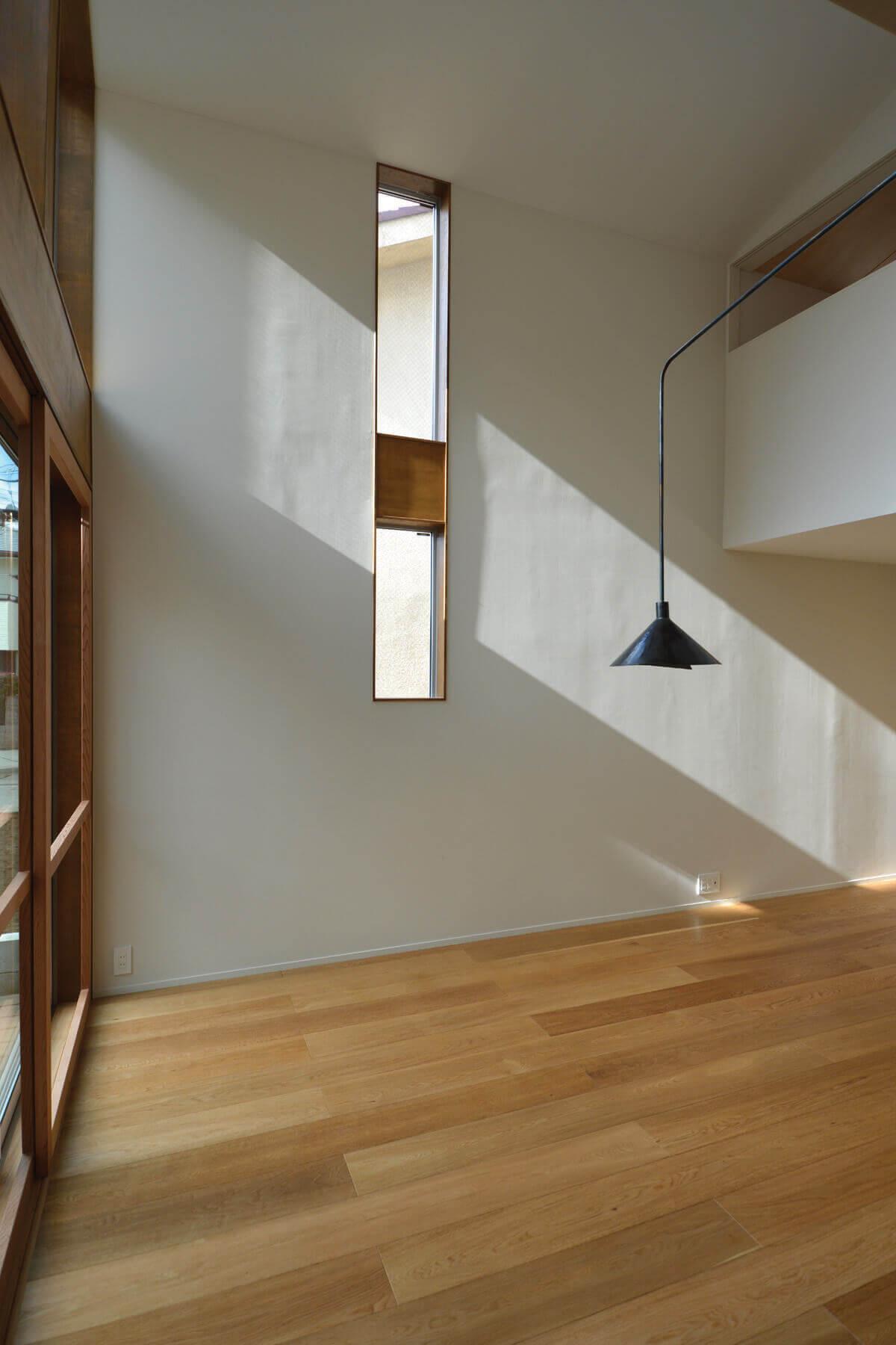 登戸Y邸の内装、横スリットの内窓