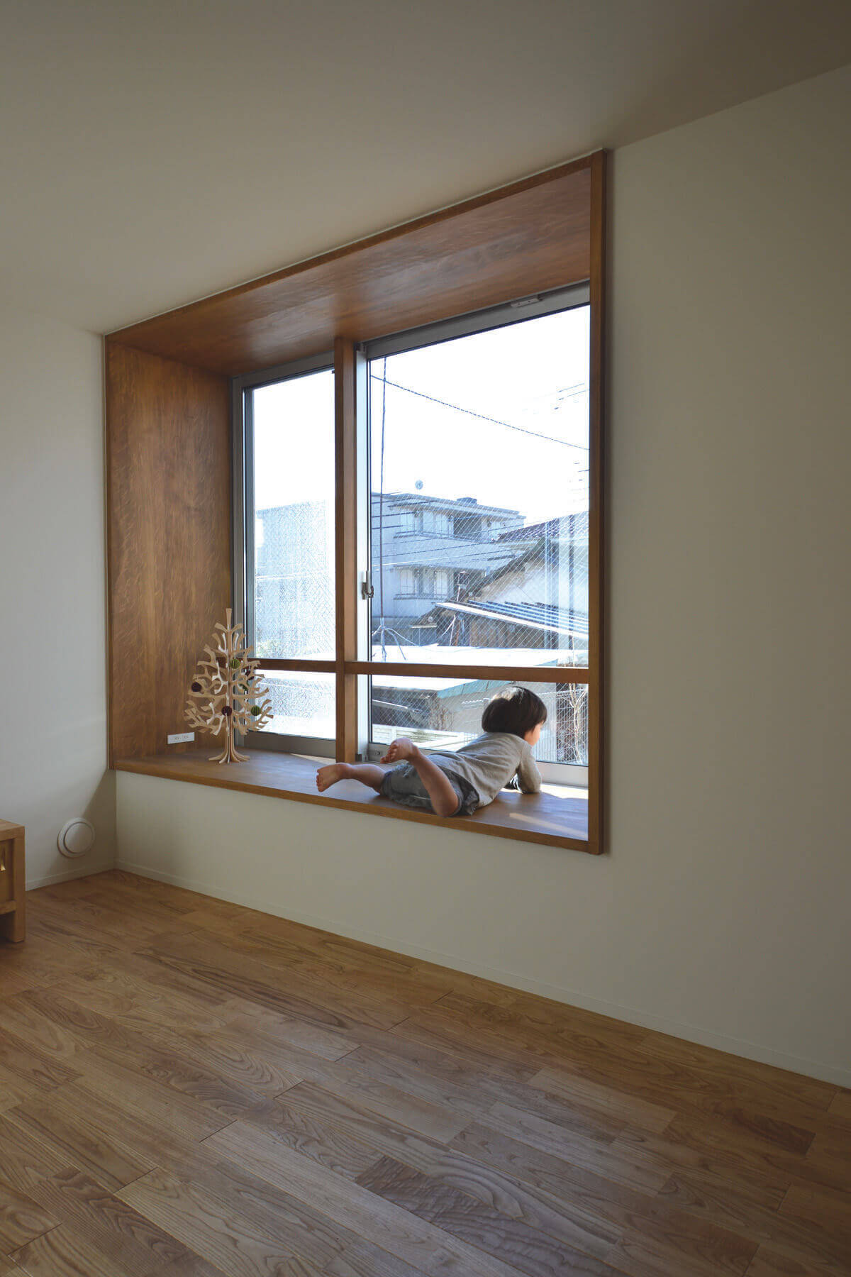 登戸Y邸の内装、お嬢様もお気に入りの出窓のある居間