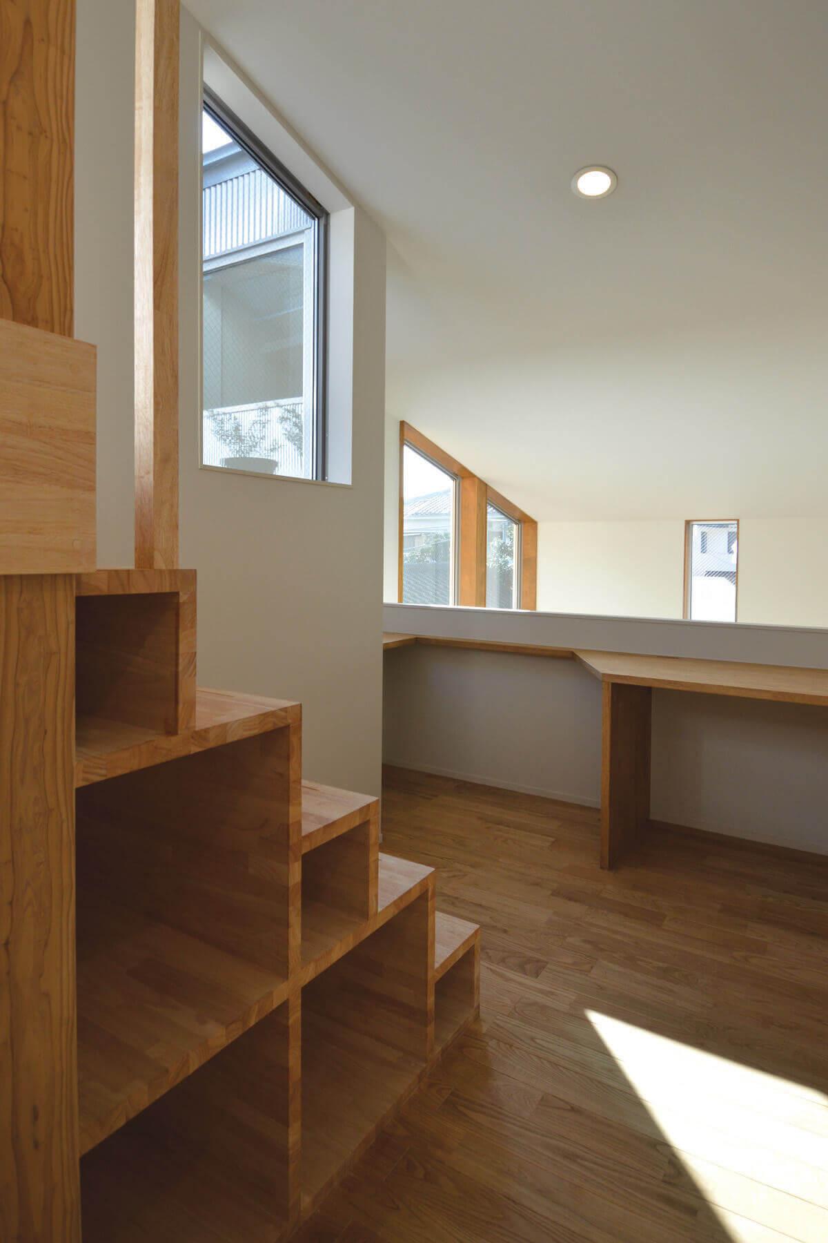 登戸Y邸の内装、光が沢山入る2階