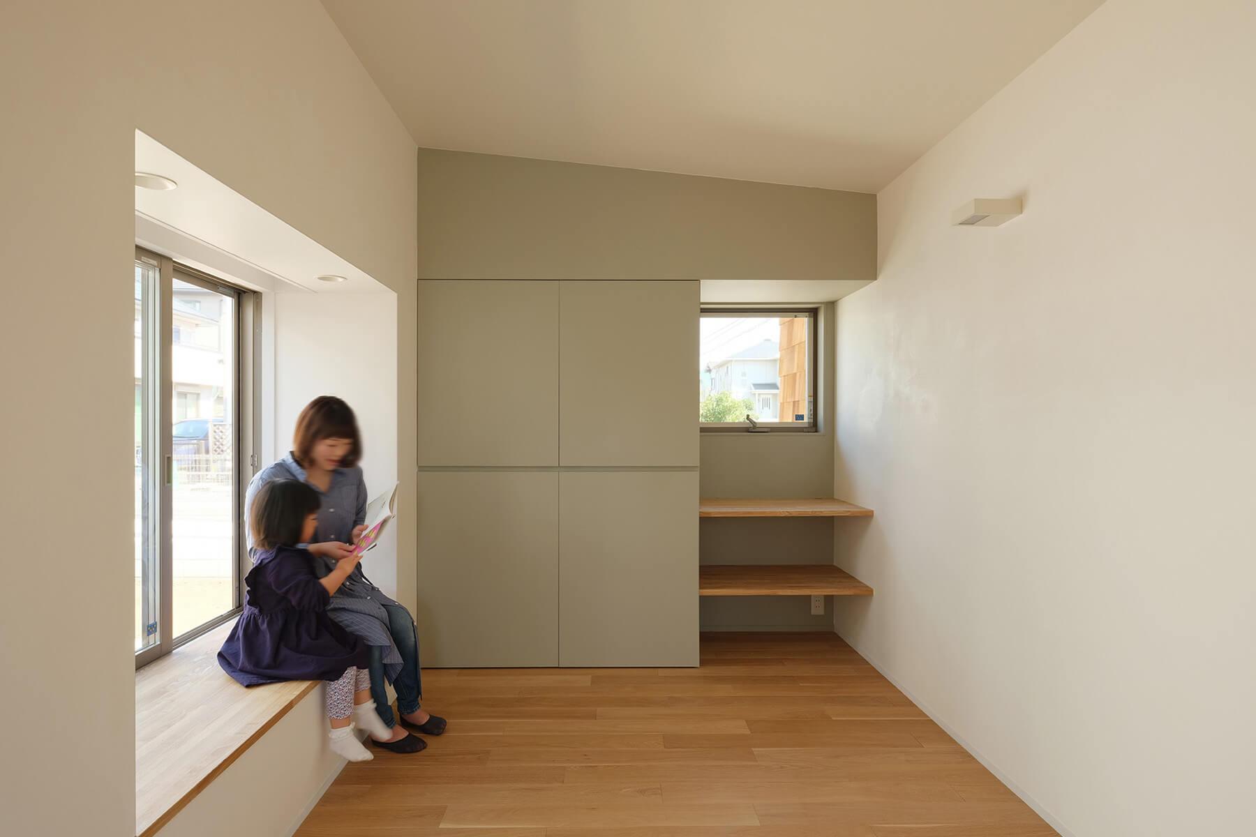 つくばH邸 多目的室の出窓と壁面収納