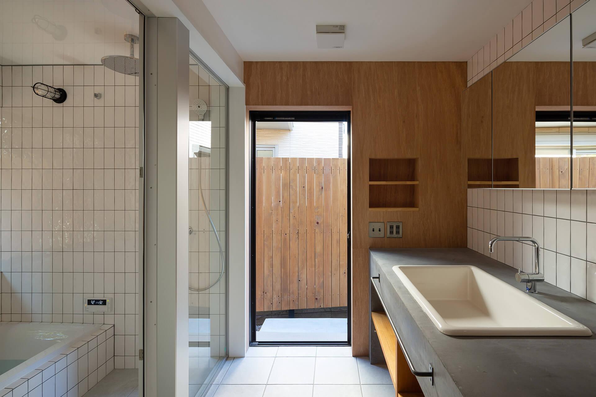 江古田K邸 浴室と洗面室